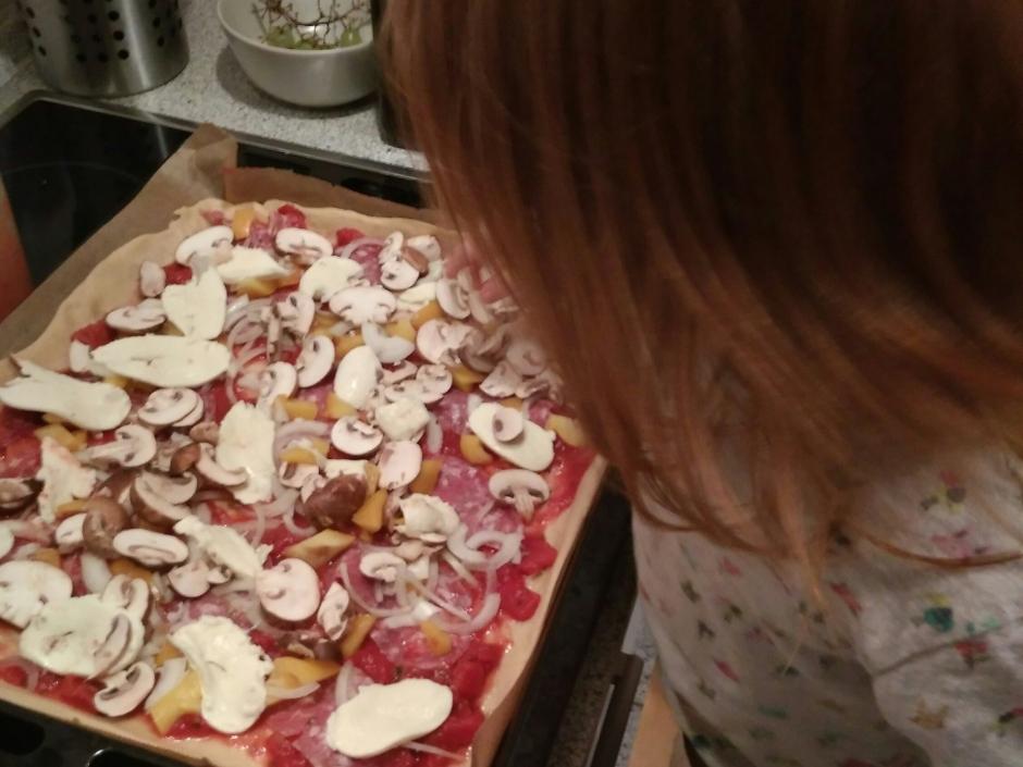 Unser Bauchgefühl_ wir machen Pizza